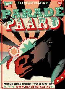 Staand parade paard met tekst